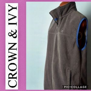 Cozy Crown & Ivy soft gray vest with pockets